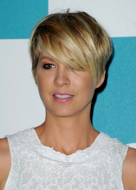 lovely short hairstyles with long topcoat décor-Fantastic Short Hairstyles With Long Topcoat Portrait