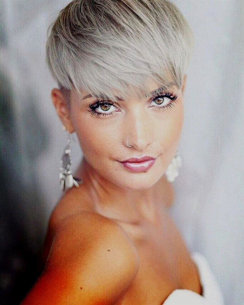 contemporary short hairstyles women blond photo-cute short hairstyles women blond portrait