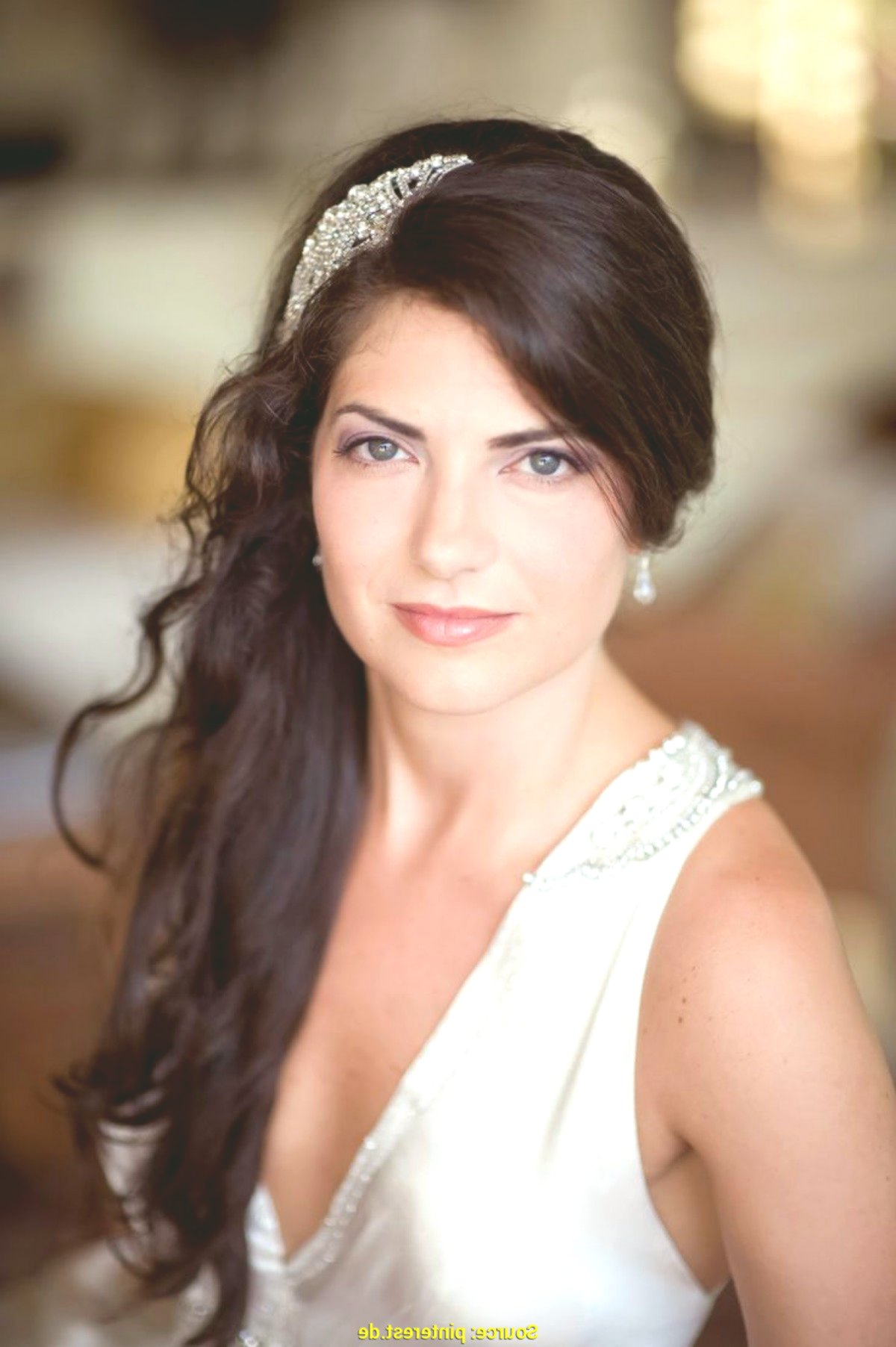Outstanding open hair wedding portrait - Beautiful open hair wedding model