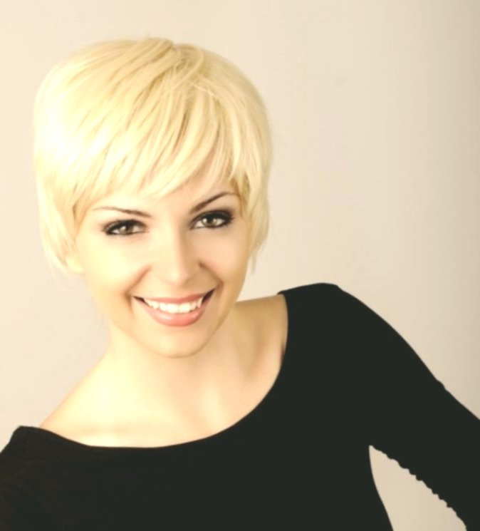 Stylish Shorthair Ladies Backdrop Best Short Hair Ladies Collection