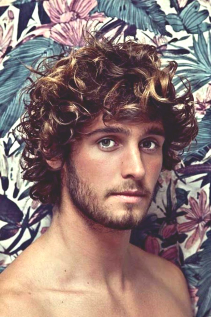 terribly cool long curly hair portrait-Unique Long Curly Hair Photo