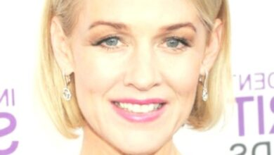 Photo of Penelope Ann Miller Hairstyles