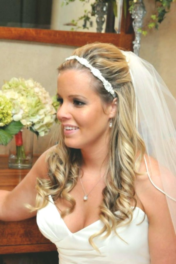 beautiful bridal hairstyle with flowers Image Amazing Bridal Hairstyle With Flowers Gallery