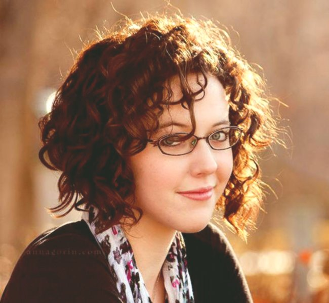elegant short hairstyles with glasses gallery Modern short hairstyles With glasses decoration