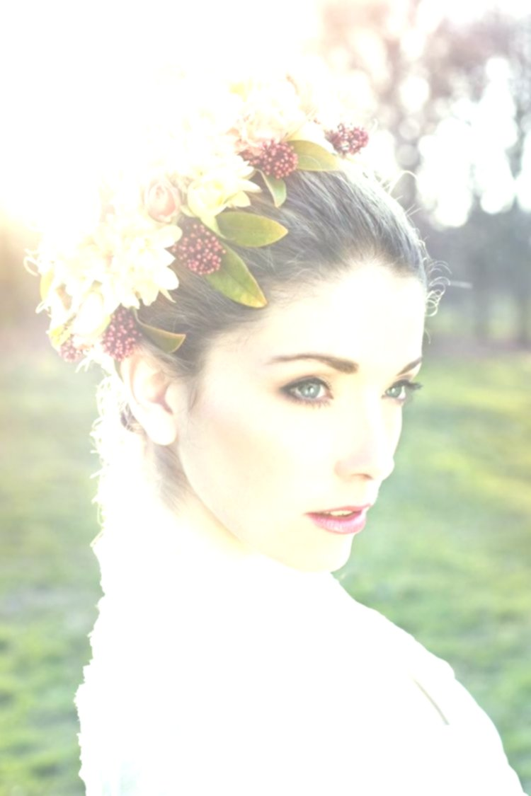 excellent bridal hairstyle with flowers picture - Amazing Bridal Hairstyle With Flowers Gallery