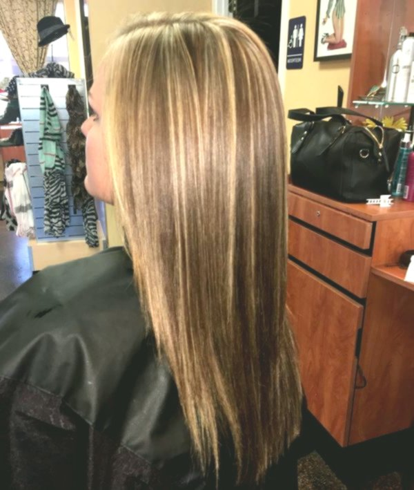 fresh brown hair with blond strands background-Stylish brown hair with blond strands pattern