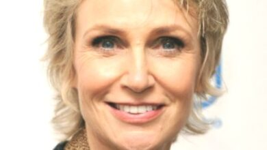 Photo of Jane Lynch hairstyles