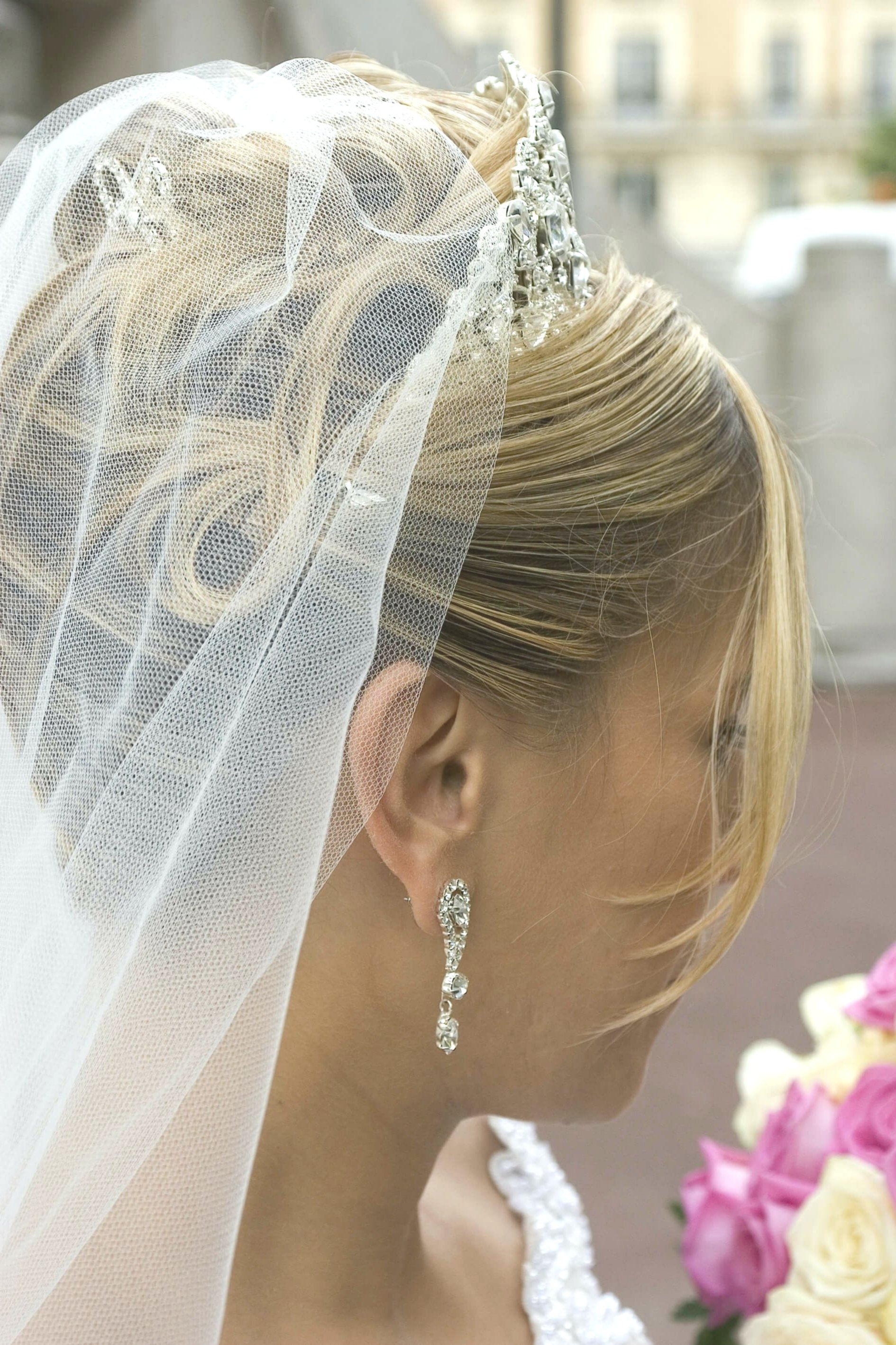 modern bridal hairstyle side pattern-Beautiful bridal hairstyle reviews